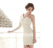 Белое вечернее платье.