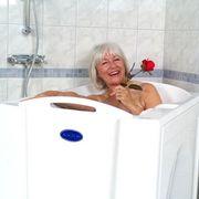 ванну сидячую для пожилых лиц и инвалидов